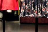 Gekleed mannequins in shopping mall — Stockfoto