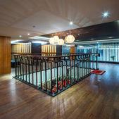 Schody w nowoczesny hotel — Zdjęcie stockowe