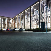 The night scene of modern office building — Stockfoto