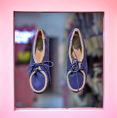 Shoes in modern boutique — Stock Photo