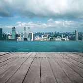 Swimming pool and scene of city — Stockfoto