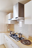 Nowoczesna kuchnia biały czysty wnętrz — Zdjęcie stockowe