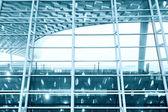 изображение окон в здании морден — Стоковое фото