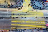 People crossing the street — Stock Photo