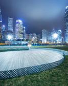 Kwadrat z noc nowoczesny budynek tło — Zdjęcie stockowe