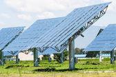 在绿色的太阳能电池板 — 图库照片
