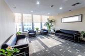 Sala de descanso no edifício de escritório moderno — Fotografia Stock
