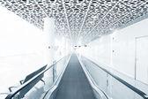 Schody ruchome w nowoczesnym budynku — Zdjęcie stockowe