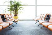 Moderne luchthaven terminal wachtkamer — Stockfoto