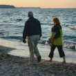Evening beach stroll — Stock Photo