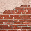 Brick wall with cracked concrete — 图库照片