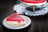 Alimentation saisonnière gâteau au fromage mascarpone et à la gelée de pastèque — Photo