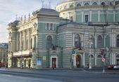 Morgon på theatre square. mariinskijteatern av opera och balett. s: t petersburg. — Stockfoto