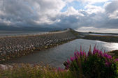Atlantic road with beautiful nature on cloudy day — Stock Photo