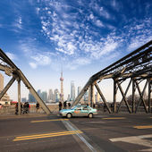 Shanghai garden bridge with pudong skyline — Stock Photo