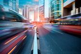 Dynamische straat in moderne stad — Stockfoto