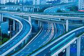 早朝に跨線橋のクローズ アップ — ストック写真