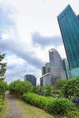 Greenbelt footpath and modern building — Photo