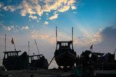 Gün batımı, balıkçı tekneleri — Stok fotoğraf