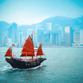 Traditional wooden sailboat sailing in victoria harbor — Stock Photo
