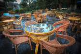 Chairs and coffee table in park — Stock Photo