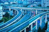 都市道路のインターチェンジ — ストック写真