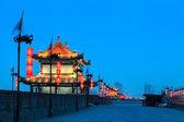 Muralla de la ciudad de xian en la noche — Foto de Stock