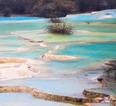 Colorful travertine ponds in huanglong — Stock Photo