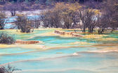 Blue travertine ponds in huanglong — Stock Photo
