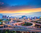 Puente de intercambio ciudad de puesta de sol — Foto de Stock