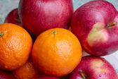 Tangerine and apple — Stock Photo
