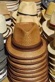 Grupo de sombreros en el mercado — Foto de Stock