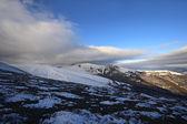 Een ijzig dag is in bergen — Stockfoto