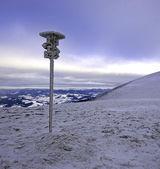 Um dia gelado está nas montanhas — Foto Stock