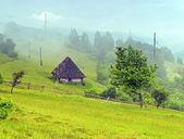 путешествие вдоль горных хребтов весной — Стоковое фото