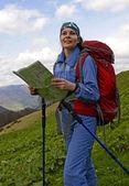 Mujer en montañas — Foto de Stock