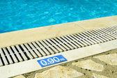 бассейн глубиной знак — Стоковое фото