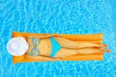 Female beauty relaxing in swimming pool — Stock Photo