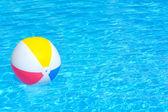 Palla gonfiabile colorato — Foto Stock