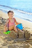 Toddler girl at beach — Стоковое фото