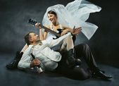 Wedding couple celebrating, singing, drinking and playing guitar — Stock Photo