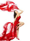 Kumaş ile dans kırmızı elbiseli kadın — Stok fotoğraf