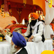 Sikh sharing food at 2013 Baisakhi festival in Brescia — Stock Photo
