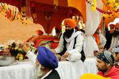 Sikh sharing food at 2013 Baisakhi festival in Brescia — Stock Photo