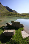 Jezioro planu borgno, valsavaranche. — Zdjęcie stockowe