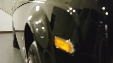 Front view of the luxury car — Stock Video