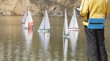 Regatta yacht models on the lake — Stock Video