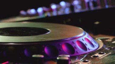 DJ console in a club — Stock Video