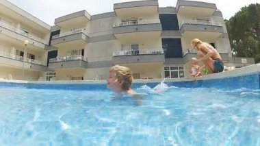 Mother with her sons in a pool — Stock Video
