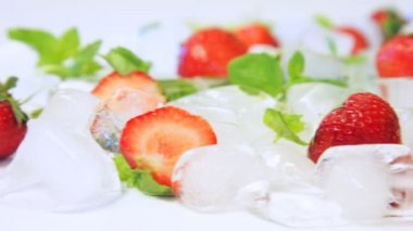 Strawberry with ice cubes — Stock Video